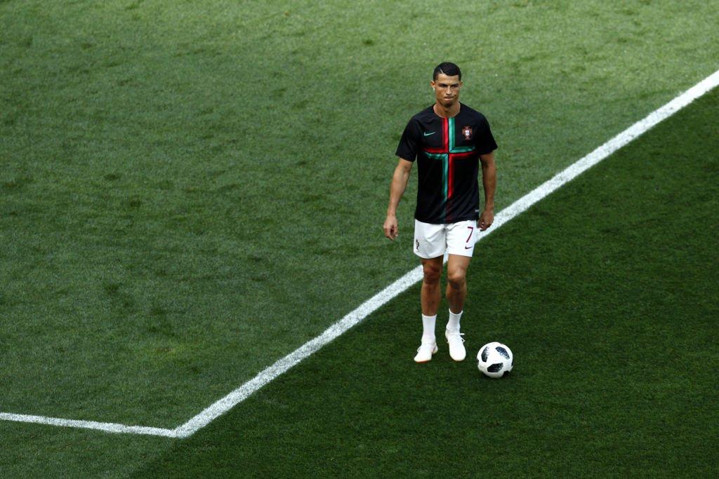 Cristiano Ronaldo durante o aquecimento da seleção portuguesa eb6f8a2667ff1