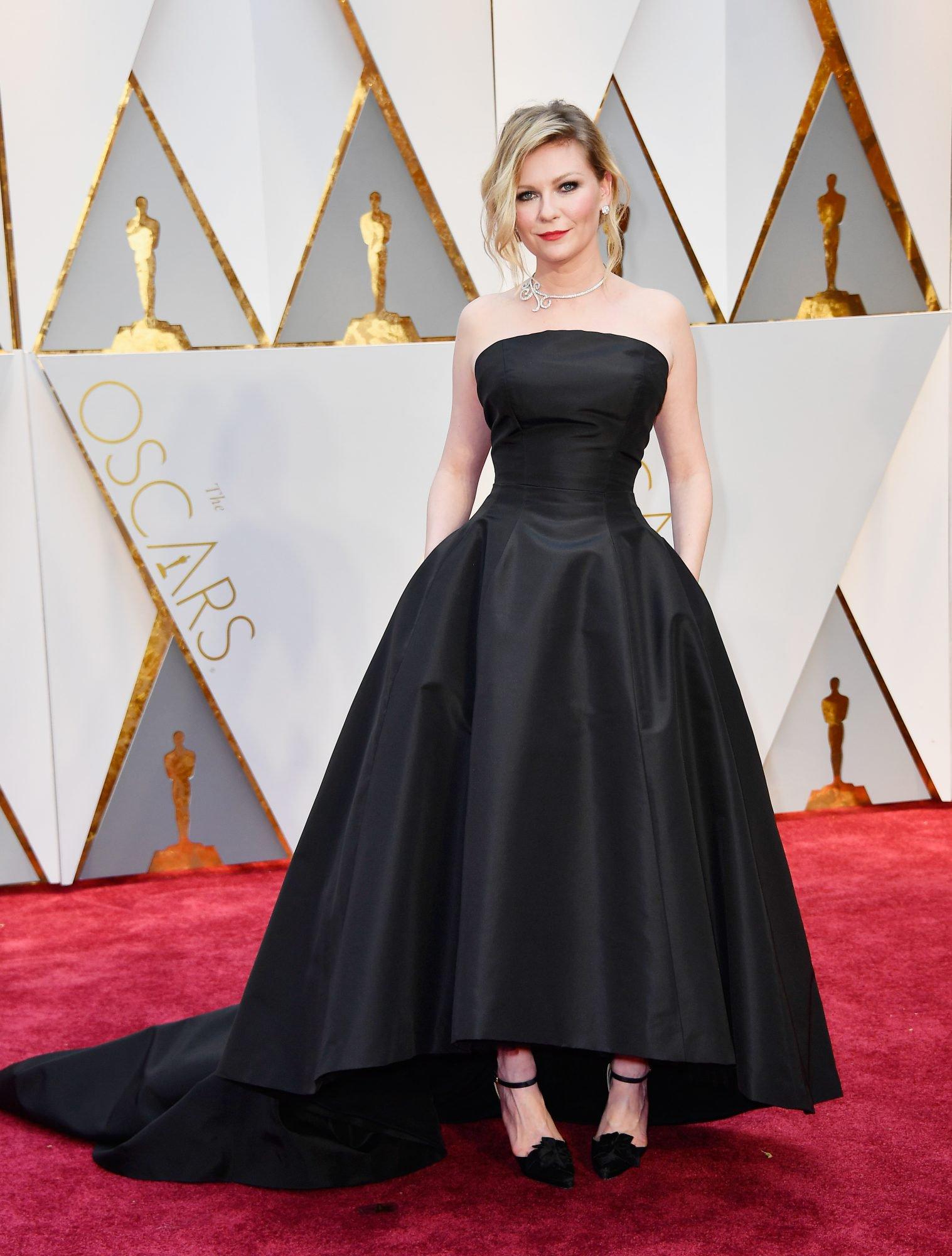 Os vestidos mais estranhos que as celebs já usaram no Oscar