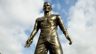 41250a668f487 Cristiano Ronaldo e uma estátua que está a dar que falar – Observador