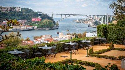 1c8d98adf Conheça na fotogaleria as novas esplanadas de Lisboa e Porto onde se pode  celebrar o sol.