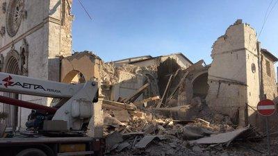 """5eaa7c13327 Poderoso sismo volta a atingir o centro de Itália  """"Eu vi o inferno ..."""