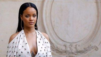 Rihanna caminha a passos largos para deixar a sua marca no mundo da moda. 8c78a0db04d