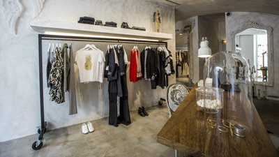827bb1f39c1 Três lojas novas em Lisboa  a maior Armani