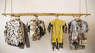 9240350b1 Nos cabides da loja lisboeta estão marcas divertidas ou peças transformadas  a partir de roupa reciclada.