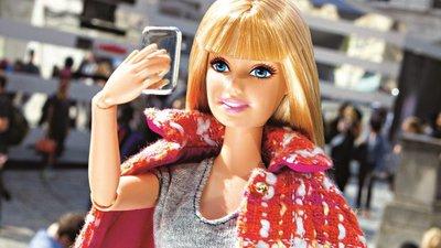 7afe33de57 O estilo da Barbie já era um sucesso no Instagram e agora deu um livro