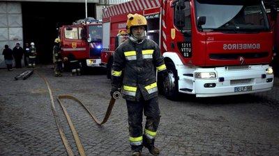 Incêndio em fábrica de capacetes considerado extinto perto da meia-noite de  sábado 657f522cef105