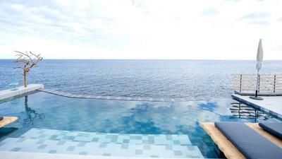 49a6b7b395f9 O White Exclusive Suites & Villas está praticamente em cima do Atlântico. É  uma das novidades de São Miguel, nos Açores.
