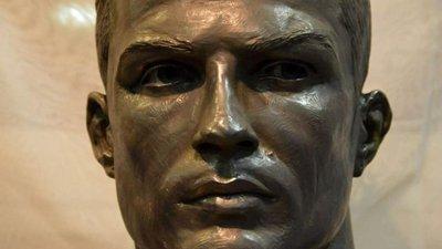 e53ce59aa4ef5 O escultor do novo busto do CR7 foi o autor do monumento funerário da  Duquesa de Alba