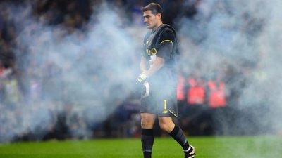 655d5b9dfa Iker Casillas foi titular indiscutível do FC Porto durante dois anos até  passar a ser a sombra de José Sá na baliza