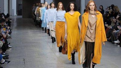 Pedro Pedro e Carlos Gil apresentaram as suas coleções para o próximo  inverno em Milão, durante a semana da moda. Veja todos os looks dos dois  desfiles na ... b52d86d792