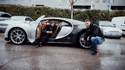 2d0e87fa0ae Ronaldo mostra Bugatti Chiron a estrela do futebol