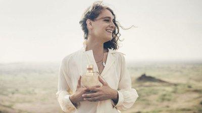 Os perfumes representam as histórias que queremos passar quando os usamos.  Veja 16 histórias para este verão. Chloé b0f4fe79d5