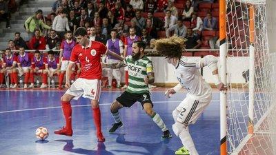 Árbitro do jogo 3 da final entre Benfica e Sporting em futsal agredido com  pau ao chegar ao trabalho fdf5127f1de95