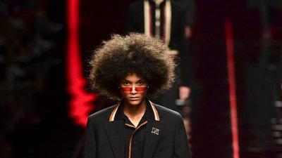 As semanas de moda masculina em Londres, Milão e Paris chegaram ao fim.  Saiba quem são os manequins portugueses que brilharam na passerelle. 216065cce2