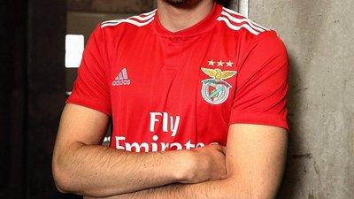 Benfica apresenta os novos equipamentos no arranque da pré-época ... 157a55a31a748