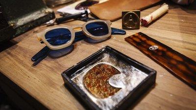 Foram 37 anos a vender óculos. Agora, esta família está pronta para fazê-los e6c366feba