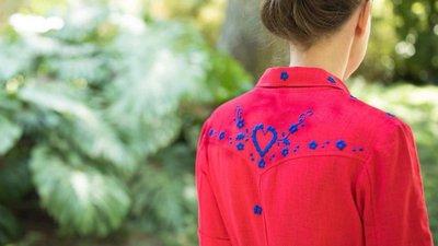 1fe6d1c40 Os vestidos da Martine Love querem fazer renascer os bordados de Viana