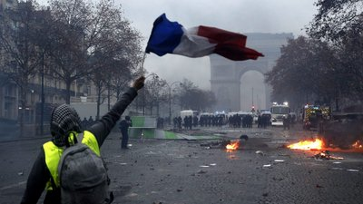 Resultado de imagem para protestos em paris 2018