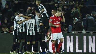 A goleada de um Jackson a sofrer contra a equipa em sofrimento (a crónica  do Portimonense-Benfica) 17df24f031999