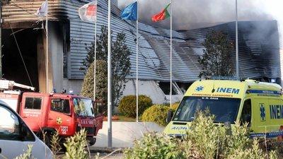 Incêndio em fábrica de plásticos dominado be6dd2fd682e5