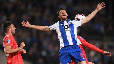 Falta sobre Gabriel no 0-1  Mão de Seferovic no 1-1  Rafa fora de jogo no  golo anulado  Os casos do clássico 73e7939493d4