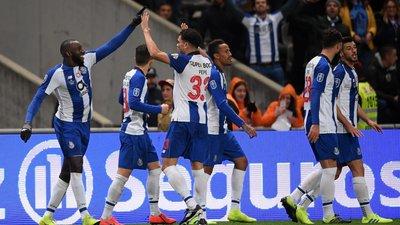 6ade8413f7172 O jogo do empurra onde o mais desequilibrado nunca caiu (a crónica do  Benfica-FC Porto)