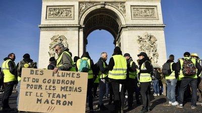 """Coletes amarelos"""" com mais ânimo e Presidente francês em queda de ... 5e6eccda91a59"""