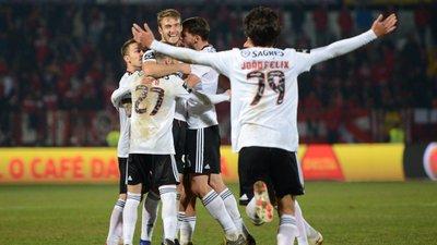 d7210fbea9 Benfica vence na Vila das Aves por 3-0 e volta a reduzir distância para o  líder FC Porto - como aconteceu