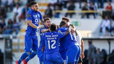 Resultado de imagem para FC Porto vence em Portimão com golos de Brahimi, Marega e Herrera