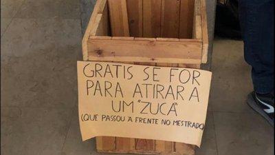 Brasileiros Protestam Contra Cartaz Universidade De Lisboa Abre