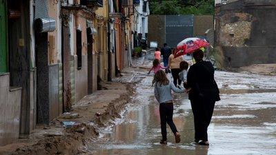 Resultado de imagem para Sobe para seis o número de mortos devido às chuvas em Espanha