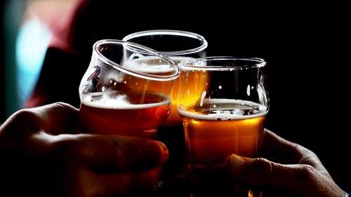 Até A Cerveja E O Vinho álcool Só A Partir Dos 18 Anos