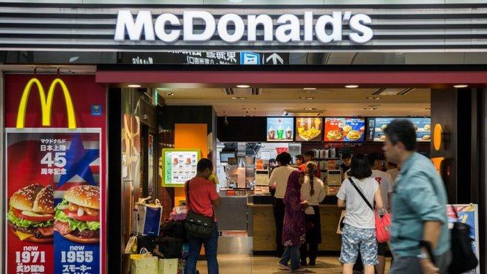 Resultado de imagem para Trabalhadores do McDonald's fizeram greve nos EUA contra o assédio sexual