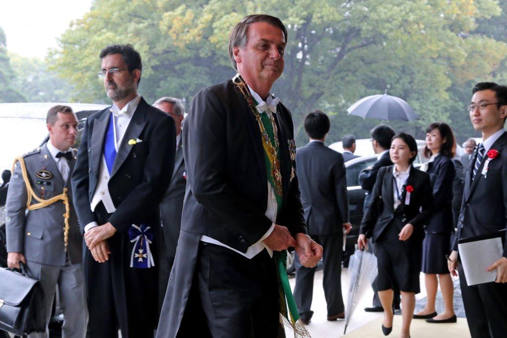 """Banzai"""", indultos, cerimónia de 136 milhões de euros e"""
