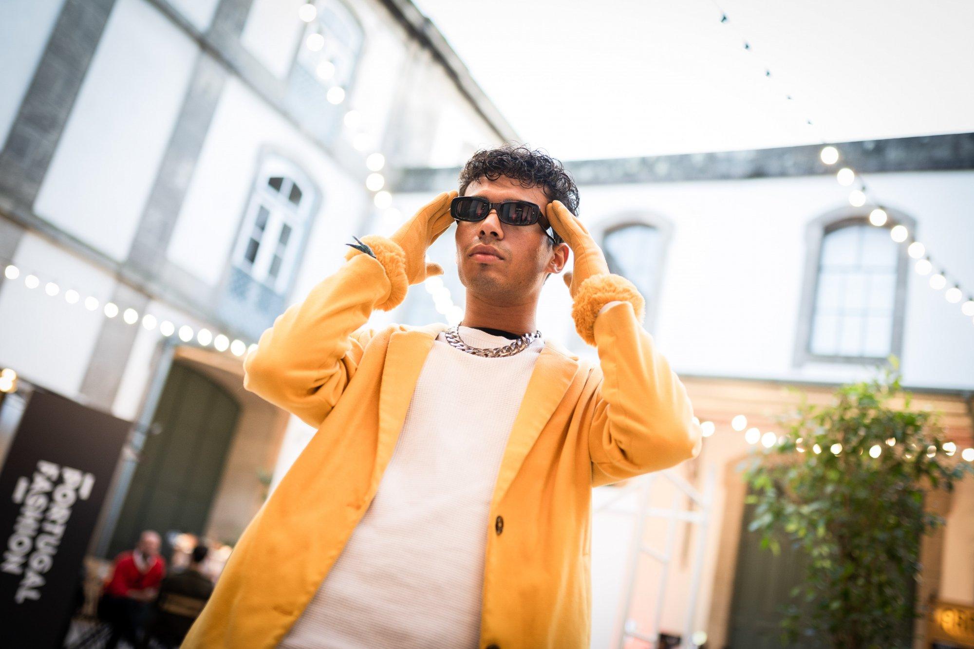 8 poses de foto pra roubar do street style | Looks com