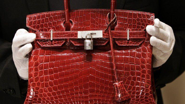 2ccbe81b976 A carteira mais exclusiva da história da moda pode ter de mudar de nome –  Observador