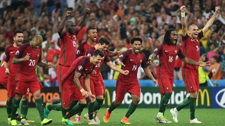 f4725fbe1a70e Portugal vence nos penáltis e está nas meias finais do Euro 2016 –  Observador