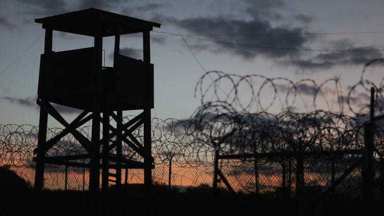 5d0c1a86679 O diário do mais famoso preso de Guantánamo. E o relato (censurado) das  suas torturas – Observador