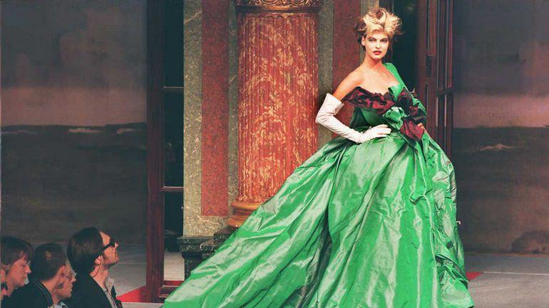 3d9f5c35b Como nasceram os desfiles de moda  uma história de sedução – Observador