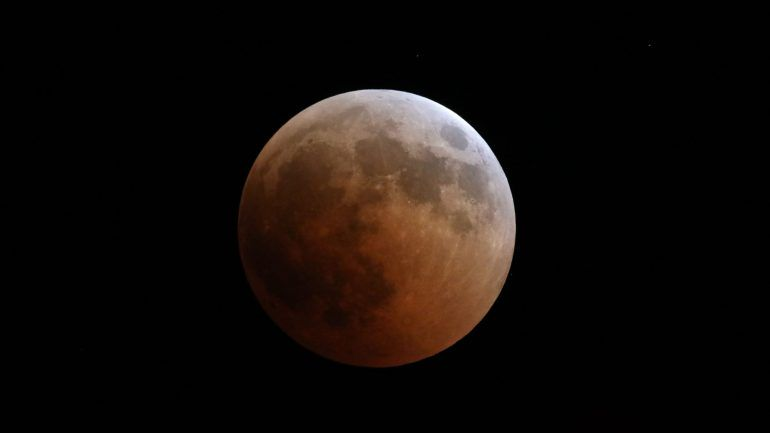 19c1eedbe6b Terminou o maior eclipse lunar do século. Outro como este só daqui a 105  anos – Observador