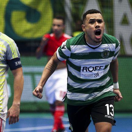 aa997227f6 Sporting goleia Benfica por 6-1 no 100.º dérbi e aproxima-se da liderança  da Liga de futsal – Observador