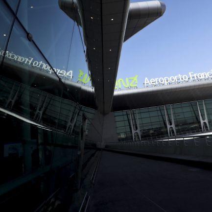 Avião com avaria e com 165 passageiros aterra em segurança no Aeroporto do Porto