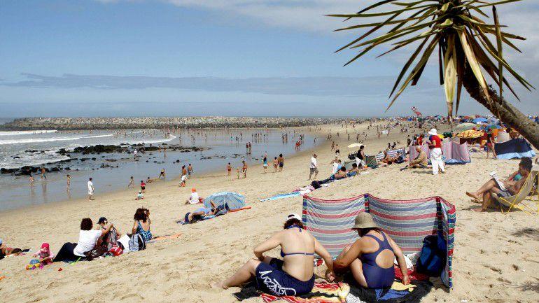 e44f1655ce16 Vai à praia este fim de semana? Veja que comida deve levar e como a deve  armazenar – Observador