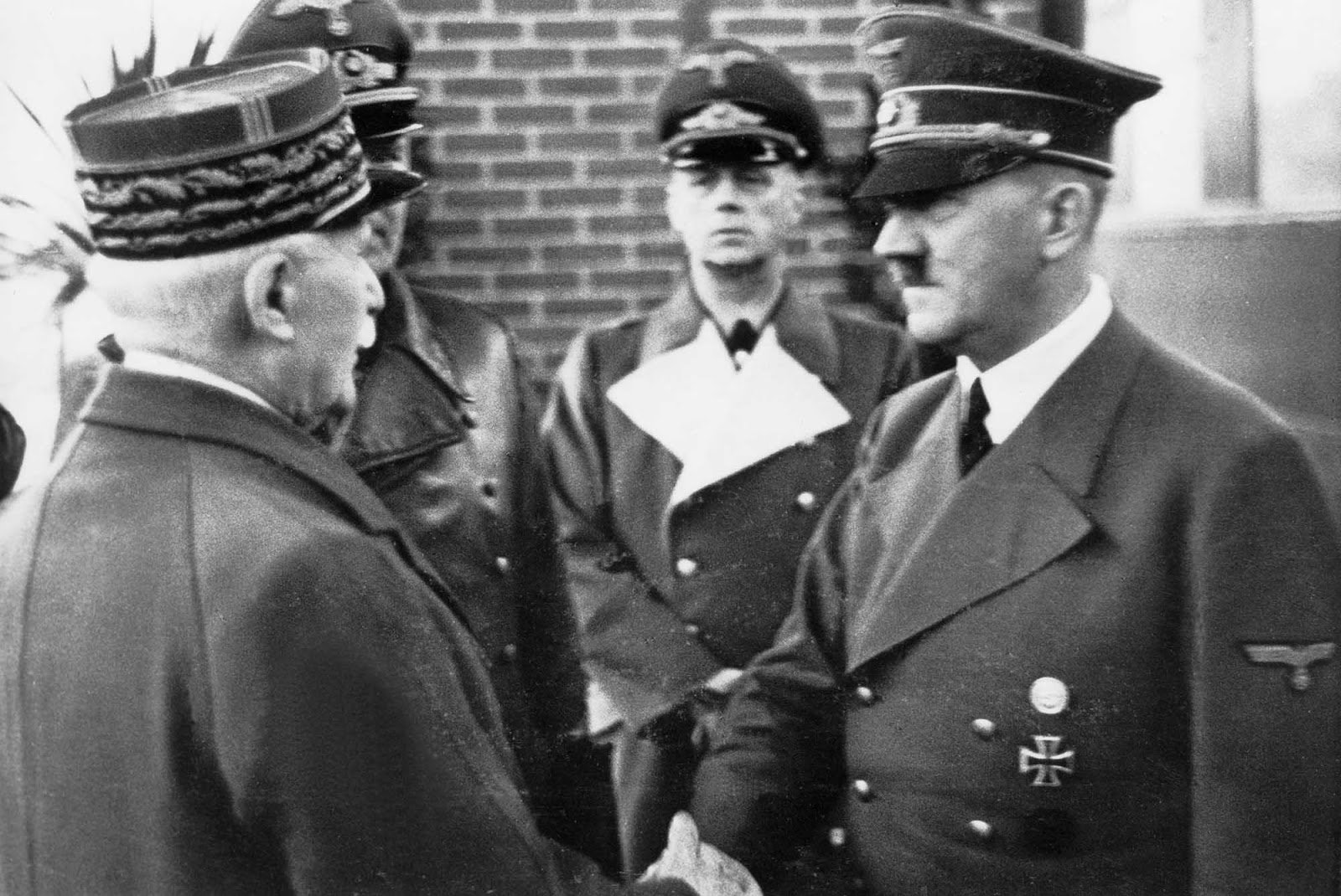 Como a história esqueceu o passado nazi da França (mas Macron não ...
