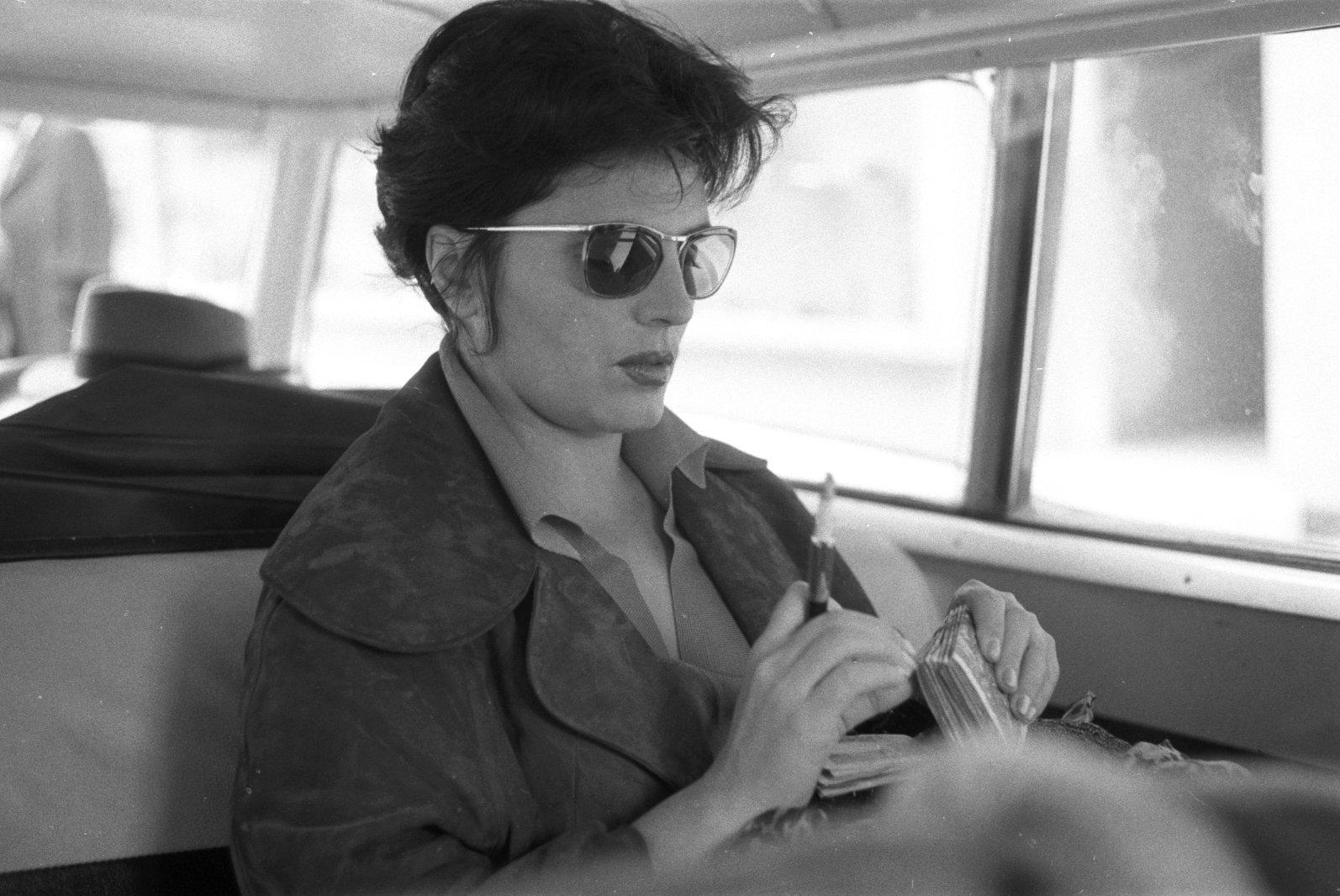 A PIDE, o PCP, a propaganda e a revolução: Amália Rodrigues entre ...