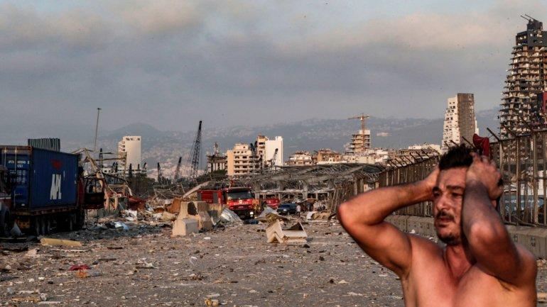 Explosões em Beirute causam pelo menos 50 mortos e 2.700 feridos – Observador