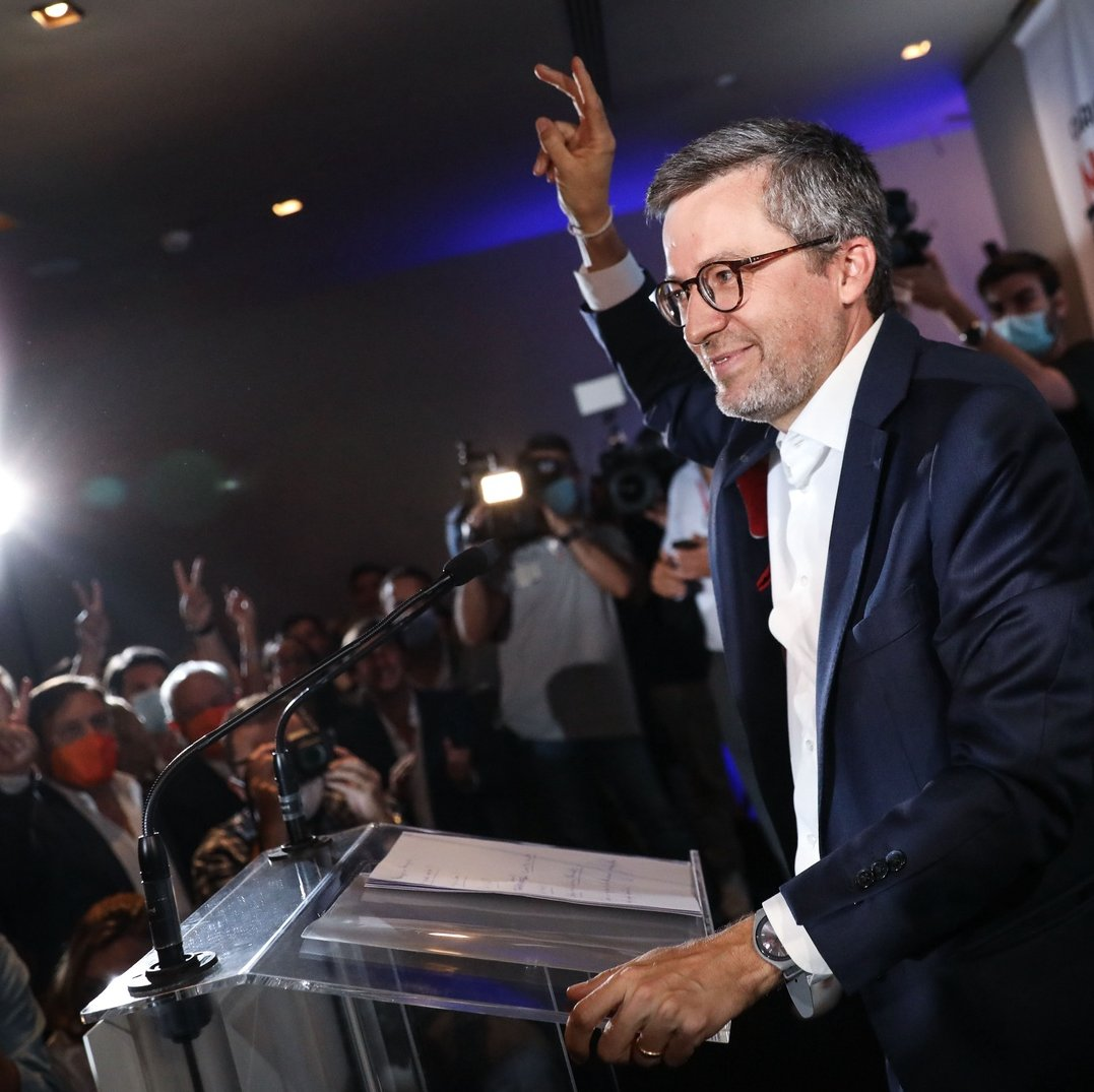 The candidate of the Coalition 'Novos Tempos Lisboa' (PSD/CDS-PP/PPM/MPT/Alianca) Carlos Moedas (C) celebrates with supporters after been elected as Mayor of Lisbon, in Lisbon, Portugal, 27 September 2021. More than 9.3 million electors can vote in the local elections in Portugal on 26 September 2021. RODRIGO ANTUNES/LUSA