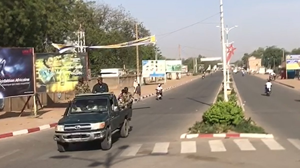 epa09148113 Military personnel drive along a road in N'Djamena, Chad, 20 April 2021. Chad's President Idriss Deby died of injuries suffered in clashes with rebels in the country's north, an army spokesperson announced on state television on 20 April 2021. Deby has been in power since 1990 and was re-elected for a sixth term in the 11 April 2021 elections.  EPA/STR BEST QUALITY AVAILABLE