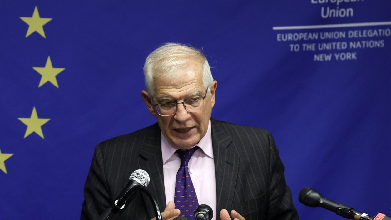 epaselect epa09478583 The High Representative of the European Union for Foreign Affairs and Security Policy, and Vice President of the European Union Josep Borrell speaks during a press conference, following the EU Foreign Ministers meeting on Afghanistan, in New York, New York, USA, 20 September 2021.  EPA/JASON SZENES