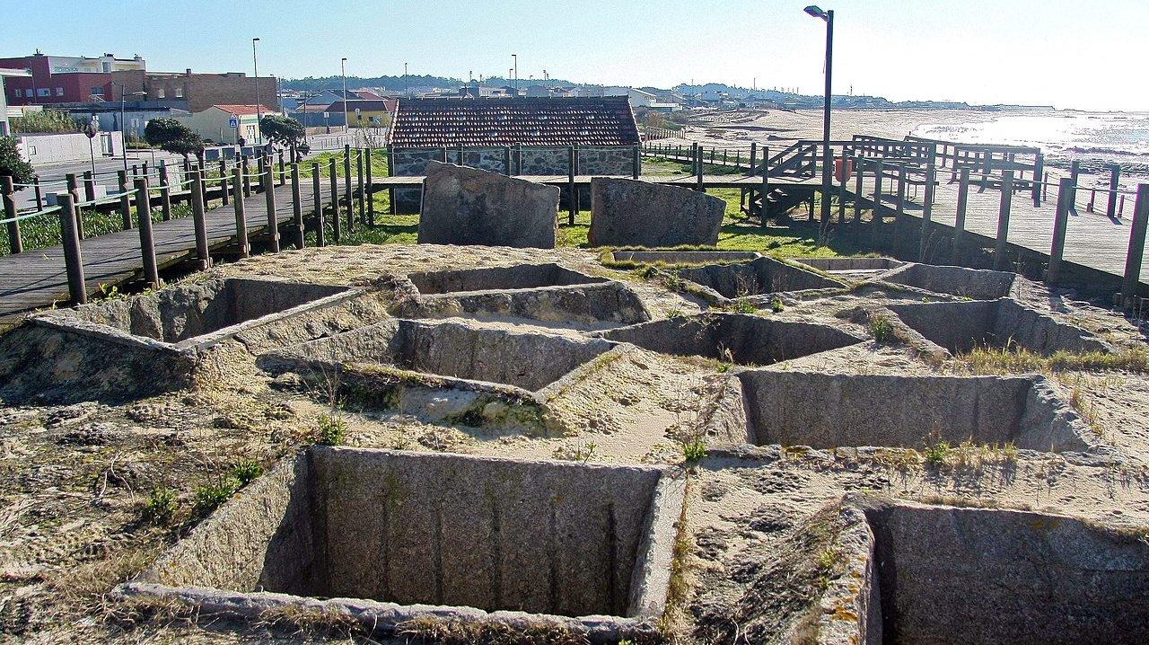 Tanques Romanos para a Salga de Peixe - Praia de Angeiras - Portugal